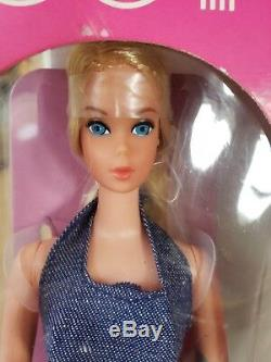 1971 BUSY BARBIE Doll withHOLDING HANDS Twist n' Turn #3311 Vintage Holds toys New