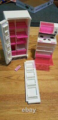 1985 BARBIE DREAM HOUSE PINK WHITE VINTAGE withFURNITURE GOOD CONDITION