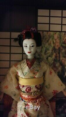 NRFB 2005 Barbie Japanese Geisha Maiko Kimono Gold Label MINT Doll in Shipper
