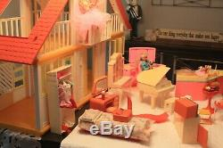 VIntage MATTEL BARBIE DOLL A FRAME DREAM HOUSE withSALON, ICE CREAM STAND LOT 1978